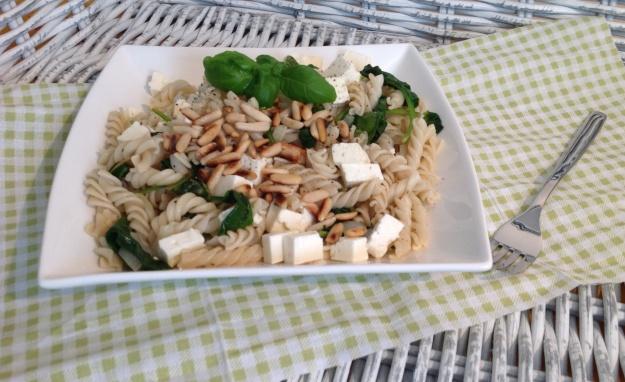 Food – wieder mal ein schnelles Pastagericht (mit Spinat & Feta) – vegetarisch oder vegan möglich
