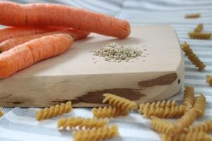 Food & Kids – was koche ich heute? Sesampasta mit Karotten (Baby-led weaning, 8 Monate)